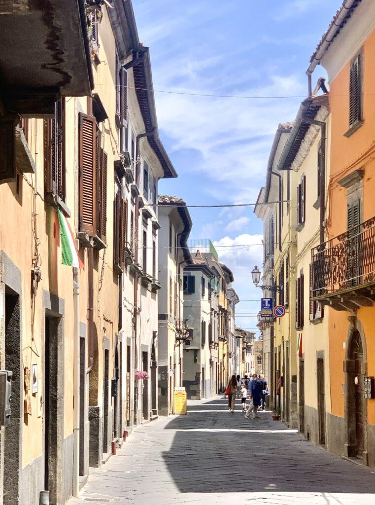Διασχίζοντας το Bagnoreggio για να φτάσω στη Civita